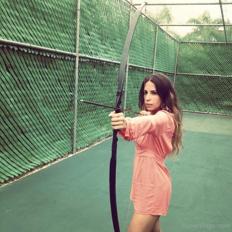 Milica Krstić practising archery